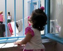 Anne Çocuk Hapisteyiz