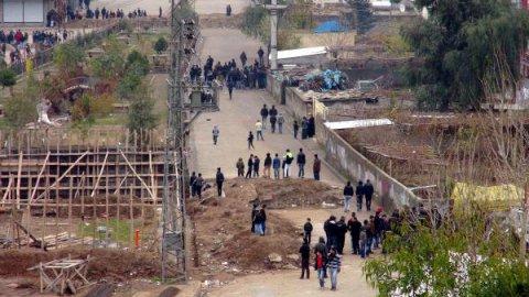 Cizre'de çatışma 3 ölü. – Video-