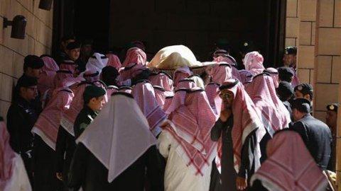 Kralın naaşını prensler taşıdı