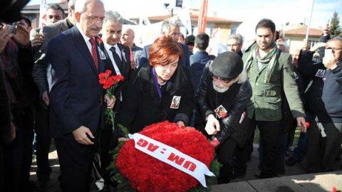 Mumcu'nun evinin önünde 22 yıllık acı