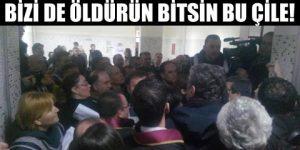 Cömert ailesi heyeti salonda protesto etti