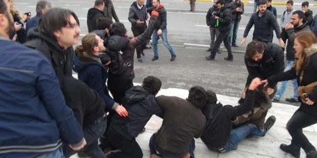 Gezi Parkı önünde Berkin Elvan eylemine polis müdahalesi