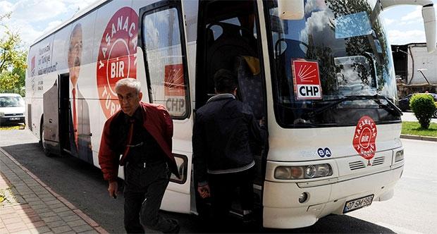 CHP otobüsüne taşlı saldırı