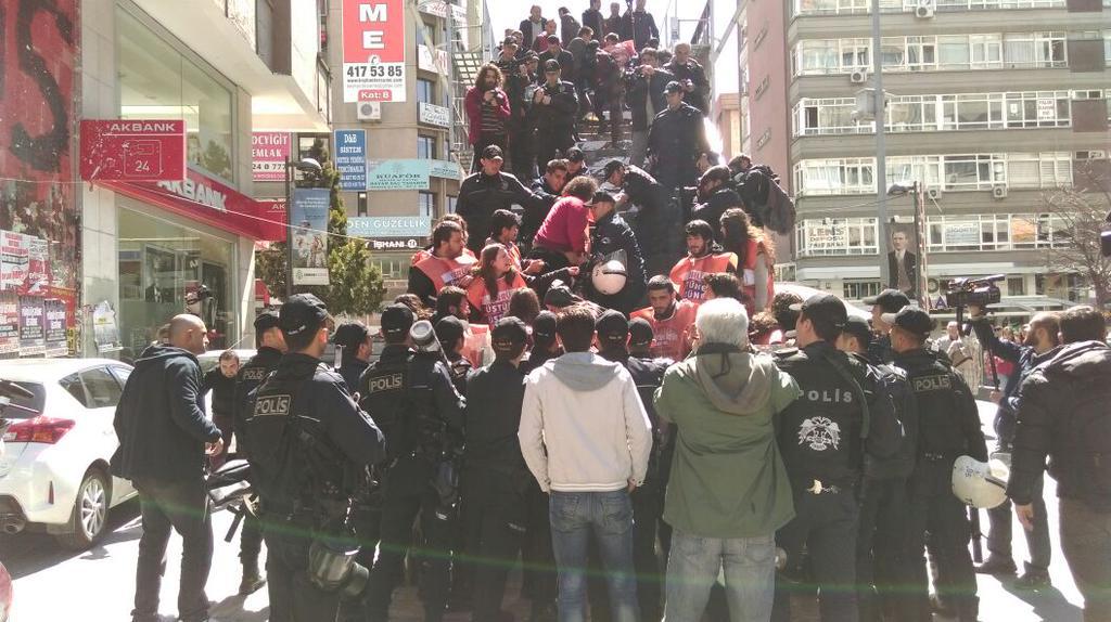 17 Halkevci afiş asmak isterken gözaltına alındı