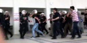 İstanbul Üniversitesi'nde polis müdahalesi.