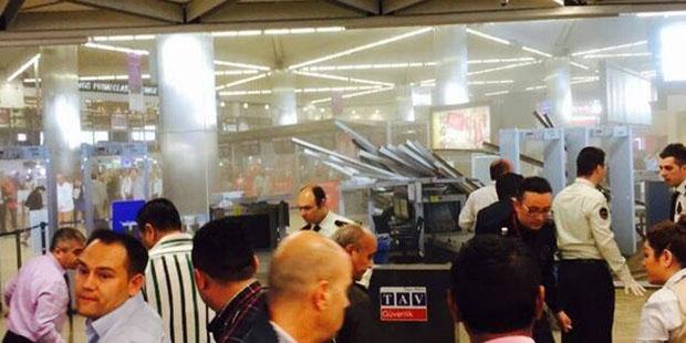 Atatürk Havalimanının tavanı çöktü.