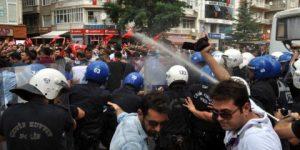 Kırşehir'de HDP'ye taşlı saldırı