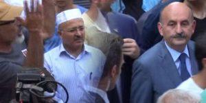 Müezzinoğlu'na vatandaştan pet şişe