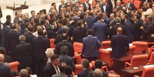 Meclis'teki yemin krizi aşıldı.