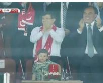 Maçta sevinen Davutoğlu'na tepki yağdı.