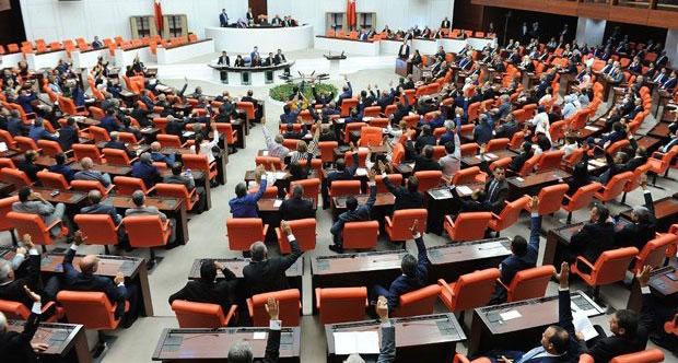 MHP ve HDP aynı oyu verdi, TBMM'de yemin krizi çıktı