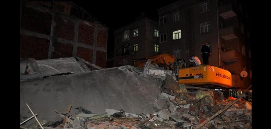Beş katlı bina çöktü.