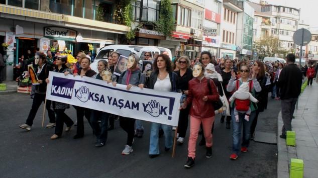 Sarıyerli Kadınlar Şiddete Karşı Yürüdü.
