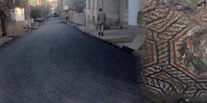 Tarihi mozaiğin girişine asfalt döktüler