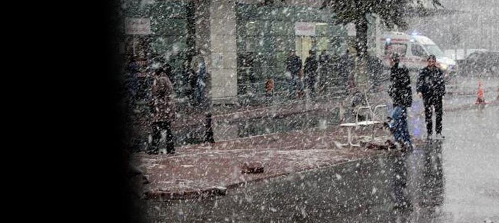 İstanbul kar yağışına teslim… Tuzla'da 20 santimetreyi buldu