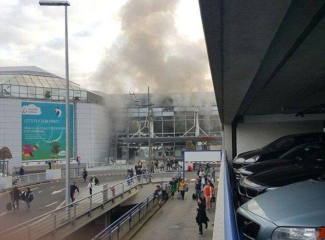 Brüksel Havalimanı'nda iki patlama