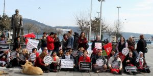 CHP'li kadınlardan Özgecan protestosu!