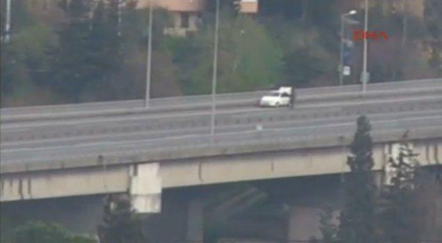 Şüpheli araç köprüde trafiği durdurdu.