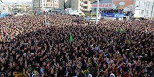 Yasaklara rağmen Newroz kutlandı.