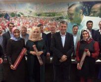 Bayraktar'dan kadınlara 8 Mart gülü