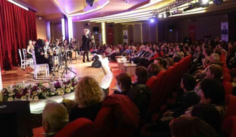 Kadınlar 8 Mart konserinde buluştu.