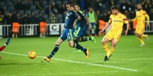 Fenerbahçe maç fazlasıyla yeniden zirvede: 1-0