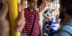 Otobüse Kuran'la binip, kavga çıkardı