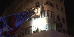 İstanbul'da bir binanın girişi çöktü