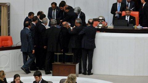 AKP'de 'paket düşebilir' telaşı