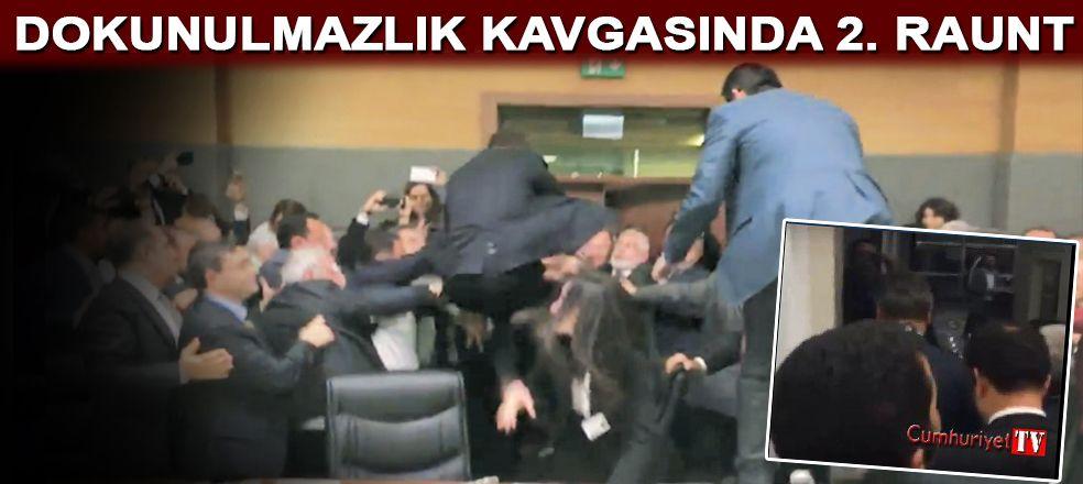 HDP'li vekiller, yumrukların havada uçuştuğu komisyonu marşlarla terk etti