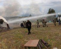 Direniş çadırları ateşe verildi