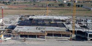 CHP'li Balbay: Şehir efsanesi olan Bayraklı Hastanesi 39 aydır neden bitmiyor?