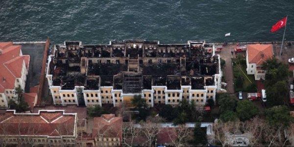 Galatasaray Üniversitesi'nin yanan tarihi binasıyla ilgili yeni gelişme