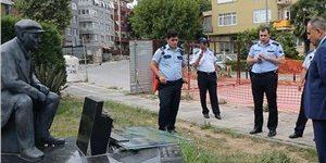 Kadıköy'deki Fikret Mualla heykeli tahrip edildi