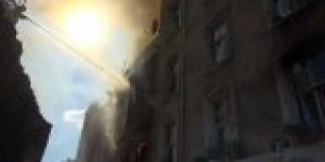 Beyoğlu'nda 3 katlı bina yandı!