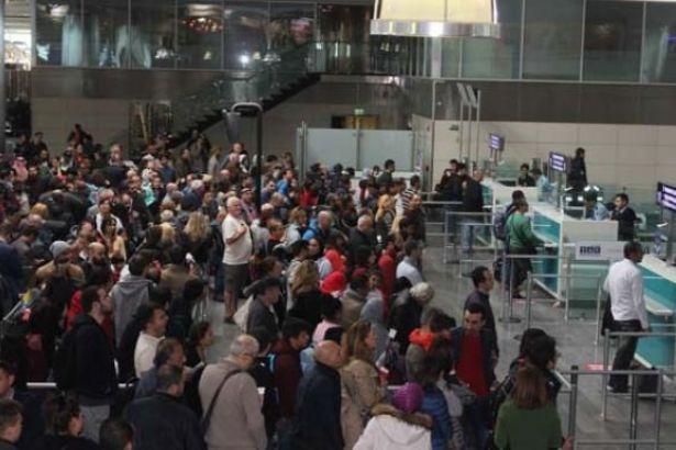 Atatürk Havalimanı'nda izdiham