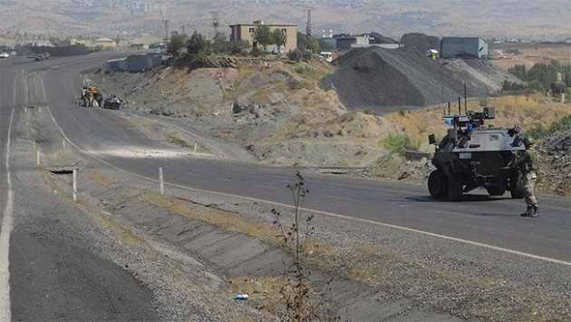 Van'da patlama: 8 asker yaralı