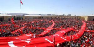'Cumhuriyetimiz için meydanlardayız'
