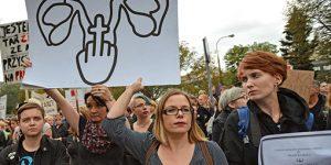Polonyalı Kadınlar Kürtaj Yasasını Durdurdu