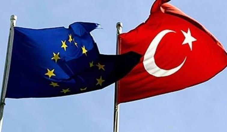 Türkiye kültürel açıdan AB'den 'koptu kopacak'