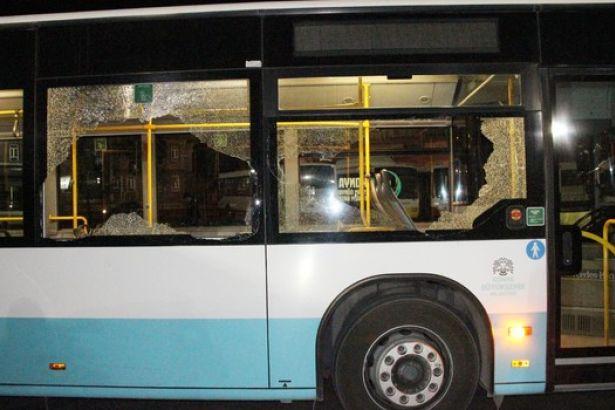 Baba-oğul otobüs şoförünü dövüp bıçakladılar
