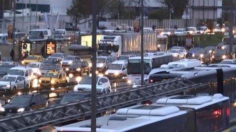 İstanbul trafiğinde yağmur kâbusu!