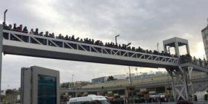 Metrobüs üst geçitlerinde çökme tehlikesi