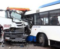 Ankara'da belediye otobüsüyle kamyon çarpıştı: 11 yaralı