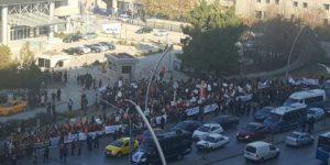 Yüzlerce kadın Meclis önünde!