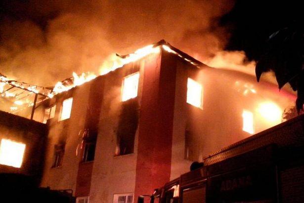 Öğrenci yurdunda yangın: 12 ölü