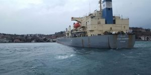 Yük gemisi Yeniköy açıklarında karaya oturdu!
