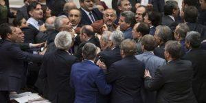 VİDEO – Meclis'te yumruklu kavga!