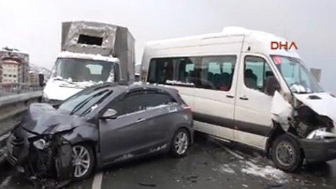 15 araç birbirine girdi: 2'si ağır 10 yaralı!