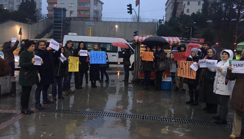 """Hacıosman Metrosunda """"Hayır"""" eylemi."""
